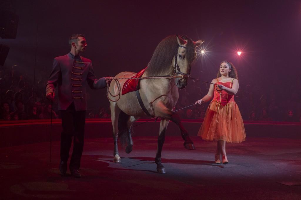 Laura-Maria Gruss (ici accompagnée par Ludovic Nardi) présente un ballet équestre magique, en l'honneur de son grand-père Alexis Gruss Senior et des 160 ans de la Dynastie Gruss. Laura-Maria est la fille de Gilbert Gruss, le PDG du Cirque Arlette Gruss et créateur du nouveau spectacle HISTORY. A seulement 14 ans, elle est la seule au monde à présenter une cavalerie d'étalons pur-sang. Crédit Photo : Fabrice Vallon